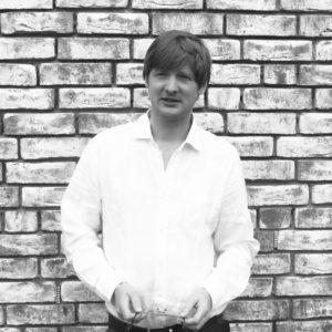 Vor der Gründung des eigenen Büros arbeitete Christoph Hesse als Architekt bei David Chipperfield Architects in Berlin und London und bei Prof. Christoph Mäckler Architekten in Frankfurt. Herr Hesse ist eingetragenes Mitglied der Architekten- und Stadtplanungskammer in Hessen.